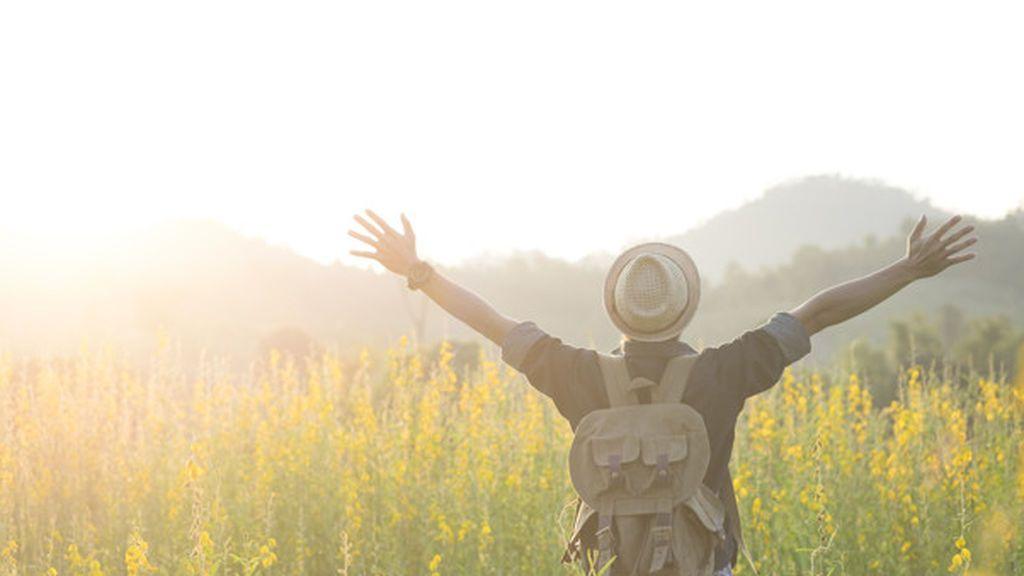 freedom-relaxation-travel-outdoor-enjoying-nature_1421-188