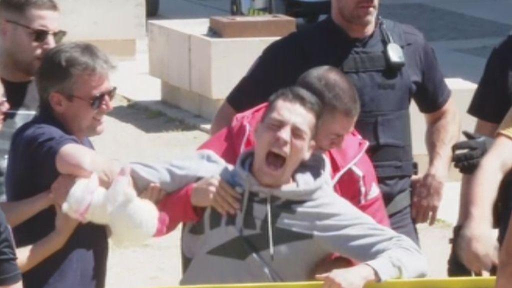 """""""Juanín, suicídate en la cárcel"""" : los gritos a la llegada a los juzgados del presunto asesino de Aranjuez"""