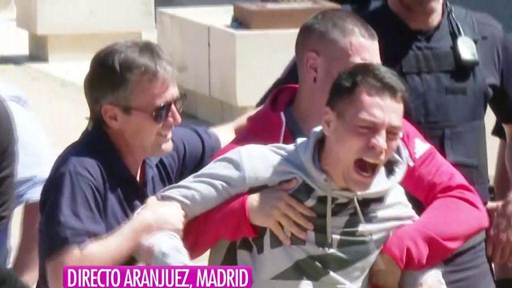 Gritos desesperados y una detención: la llegada al juzgado del asesino de Aranjuez