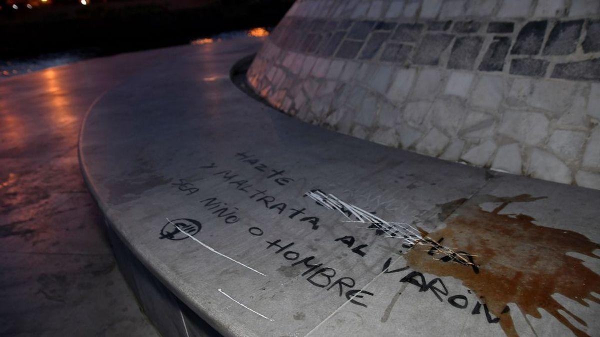 El monumento al niño asesinado en Almería, Gabriel Cruz, amanece con pintadas