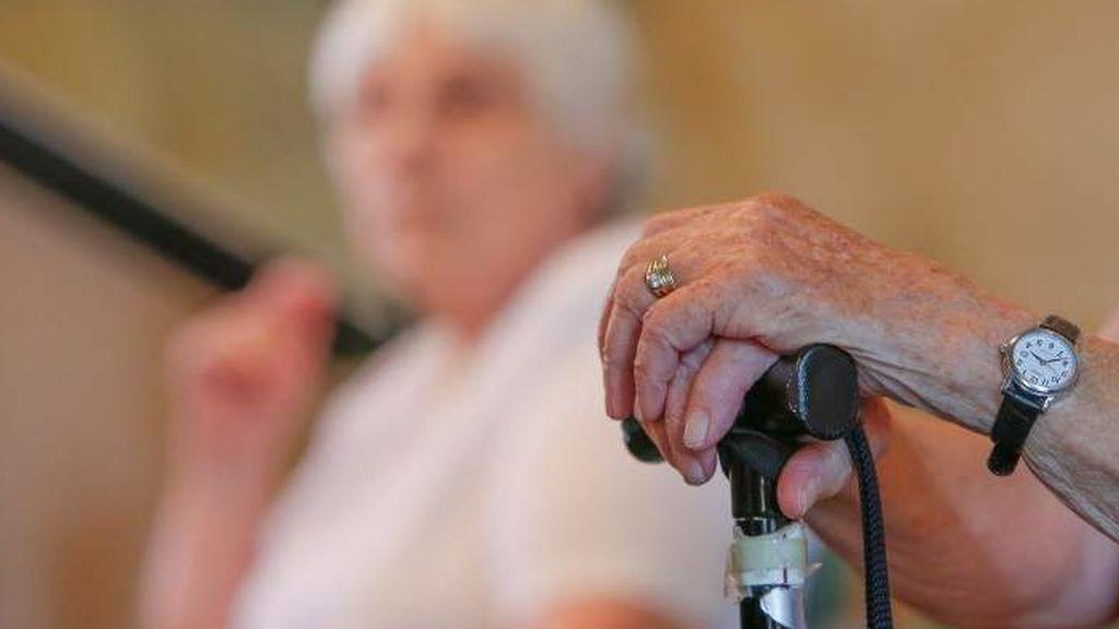 Detenida una cuidadora por estafar 12.000 euros a una anciana