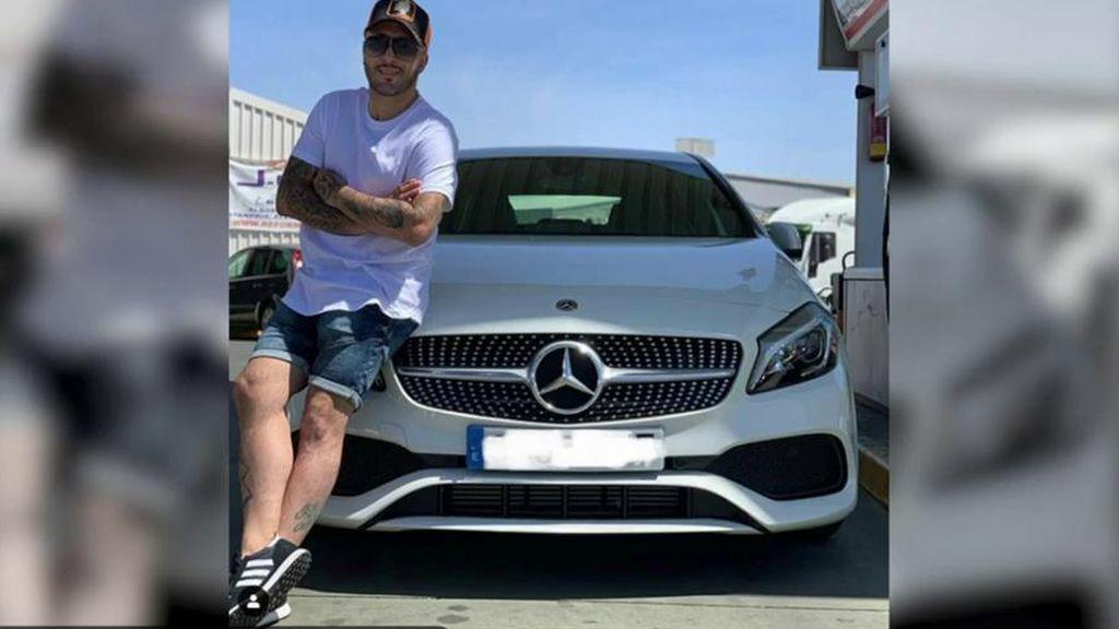 Los vecinos de Kiko Rivera en Madrid, indignados por su foto presumiendo de coche de lujo