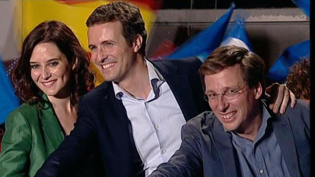 Almeida, Casado y Ayuso en la sede del PP la noche electoral