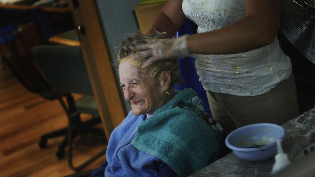 El 67 % de los cuidadores de personas que sufren algún tipo de demencia son mujeres, según un estudio