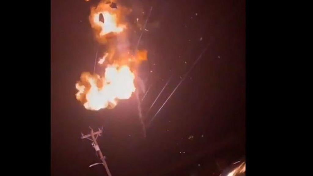 El peligro de los globos de helio: una joven provoca un apagón en su barrio