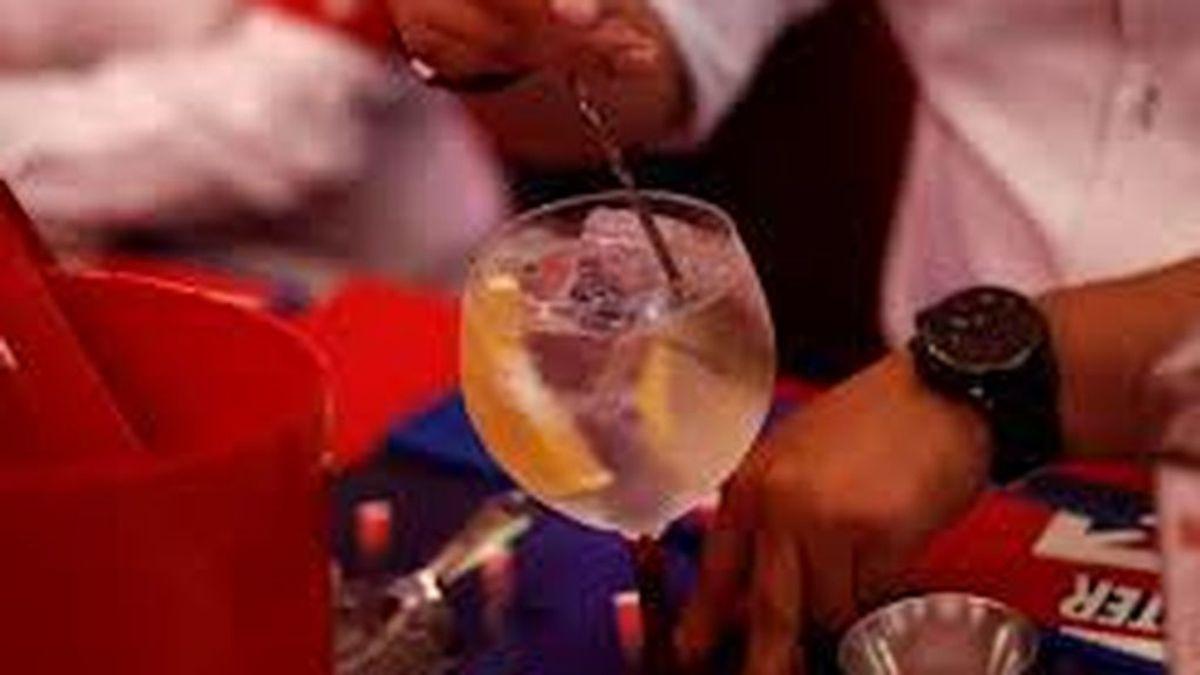 Los que beben gin tonic son más atractivos; sí, la ciencia lo confirma
