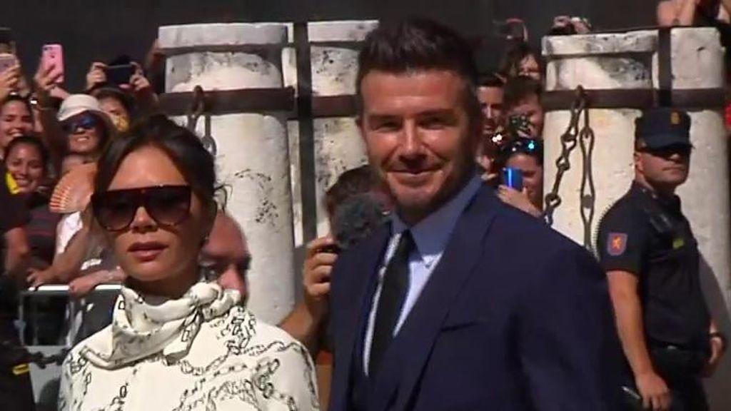 Locura en Sevilla con la llegada de David Beckham y Victoria para la boda de Ramos y Pilar Rubio