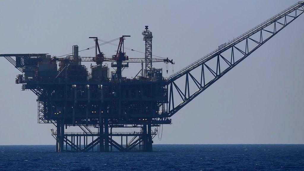 Detienen a dos activistas de Greenpeace por abordar una plataforma petrolera en el mar del Norte
