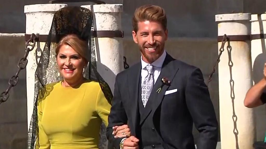 Emocionado y feliz: La llegada de Sergio Ramos a su boda en la Catedral de Sevilla