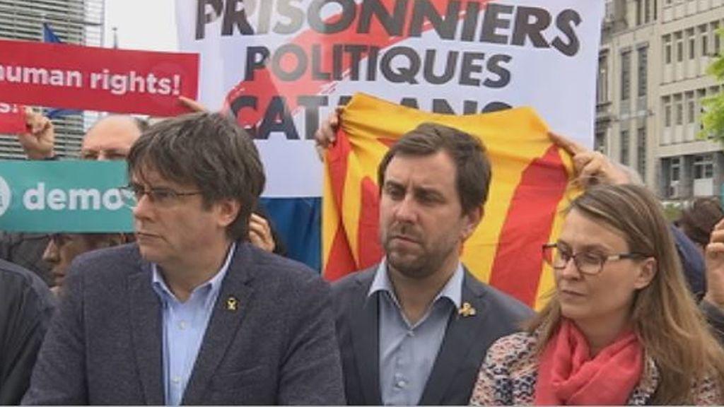 Las órdenes nacionales de búsqueda y detención de Carles Puigdemont y Antoni Comín seguirán vigentes