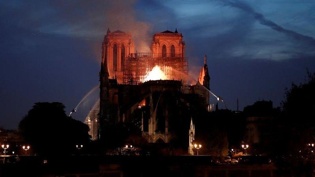 La noche en que París contuvo el aliento por Notre Dame