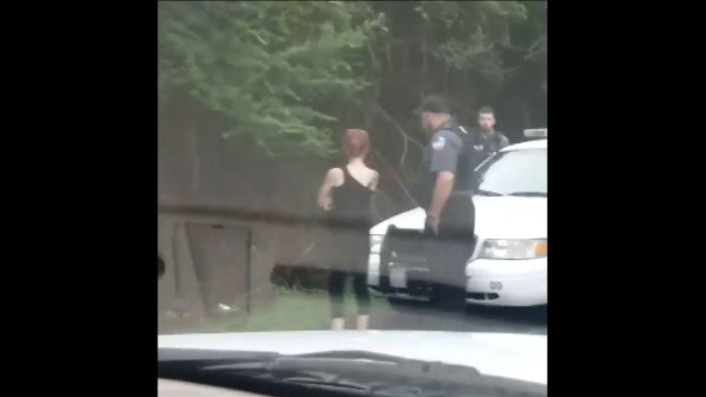 Detenida una mujer por conducir borracha por la carretera un coche de juguete
