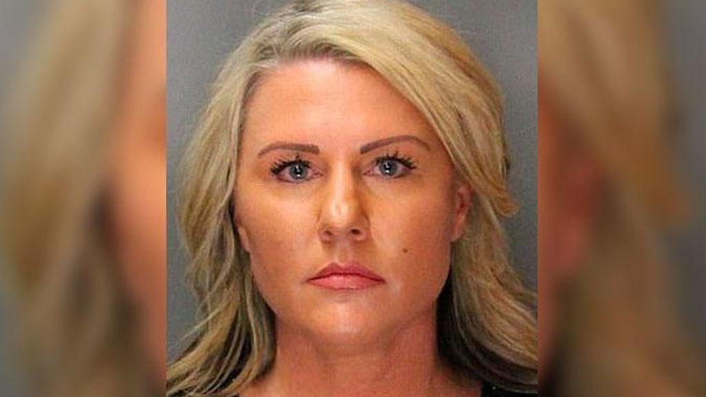 Una policía que trabajaba con jóvenes en riesgo detenida por abusar sexualmente de uno de ellos en EE.UU