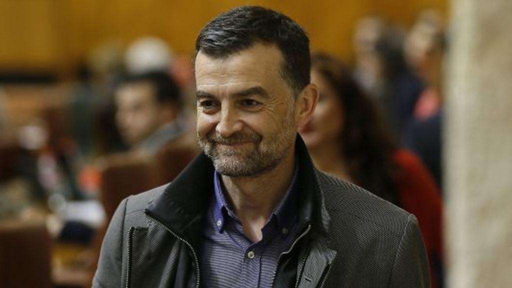 Antonio Maíllo deja su escaño y la coordinación de IU Andalucía y solicita su reingreso como profesor de latín