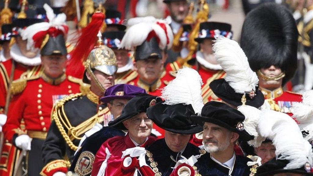 El rey Felipe VI  en la procesión hacia el castillo de San Jorge