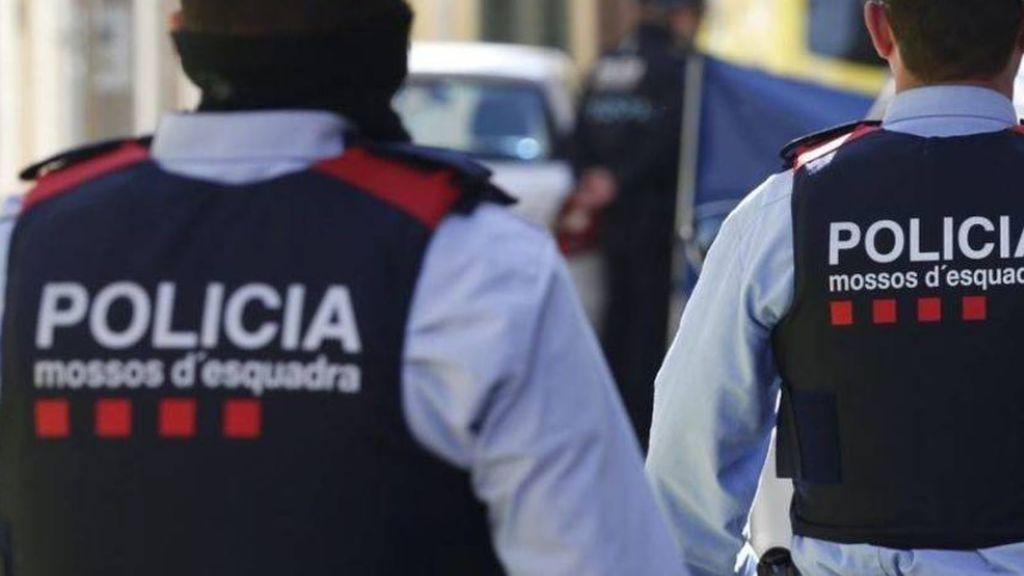 Los Mossos buscan al hermano de 15 años de la niña de 13 encontrada degollada en Mataró