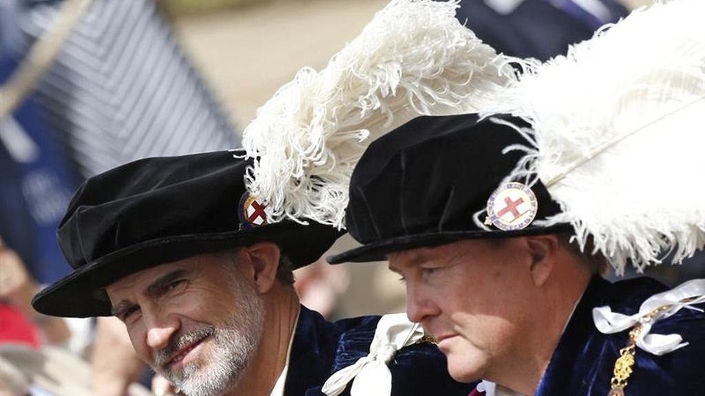 El rey Felipe VI, sonriente, junto al rey Guillermo de Holanda