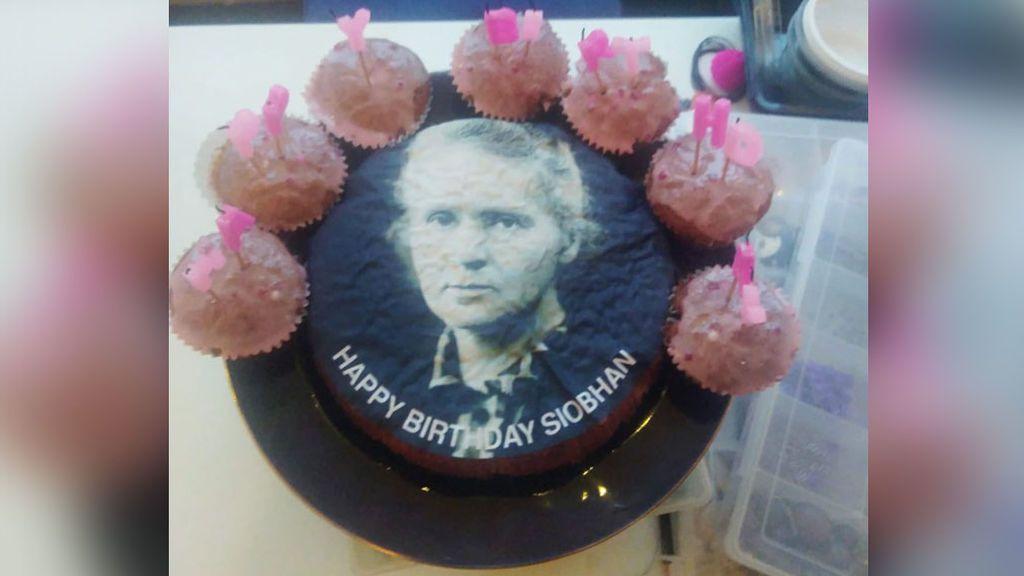 Mariah Carey felicita el cumpleaños de la joven que pidió una tarta con su cara y le dieron una con la de Marie Curie