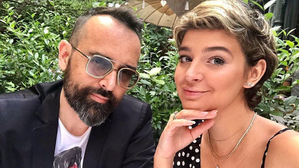 """Laura Escanes y Risto Mejide ultiman los detalles para la llegada de Roma: """"La mano que monta la cuna"""""""