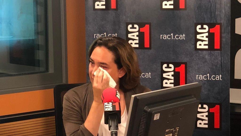 Colau rompe a llorar durante una entrevista cuando le preguntan si pensó en dejar la política