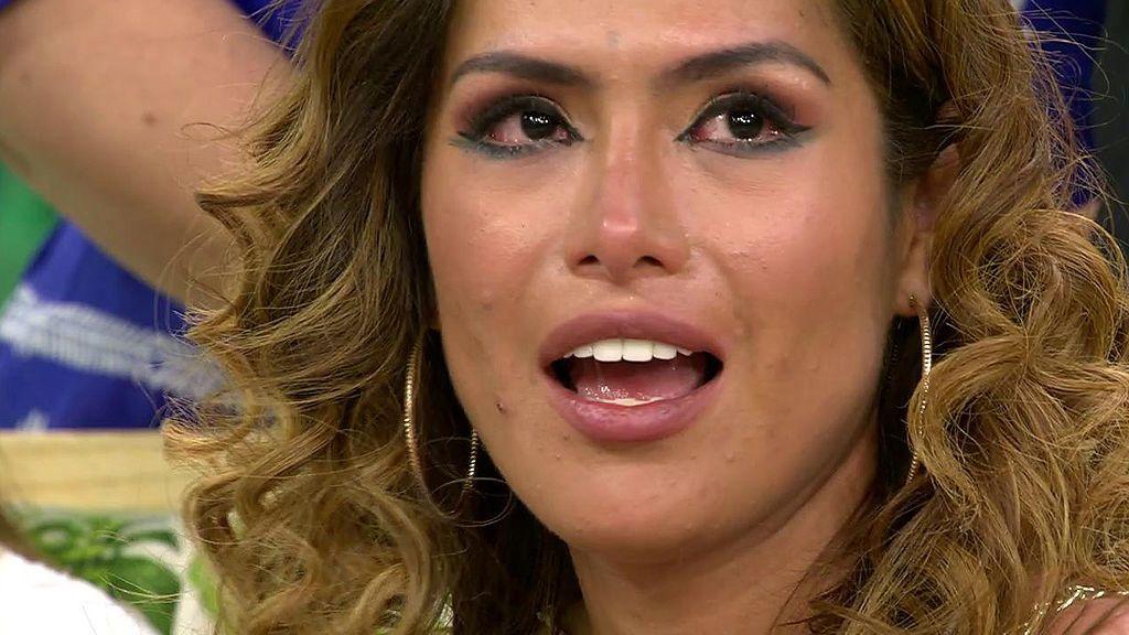 Miriam Saavedra, entre lágrimas escuchando a Carlos Lozano