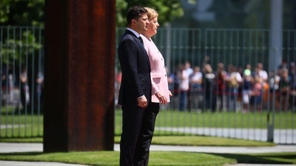 Alarma en Alemania por los temblores de Merkel durante el himno nacional