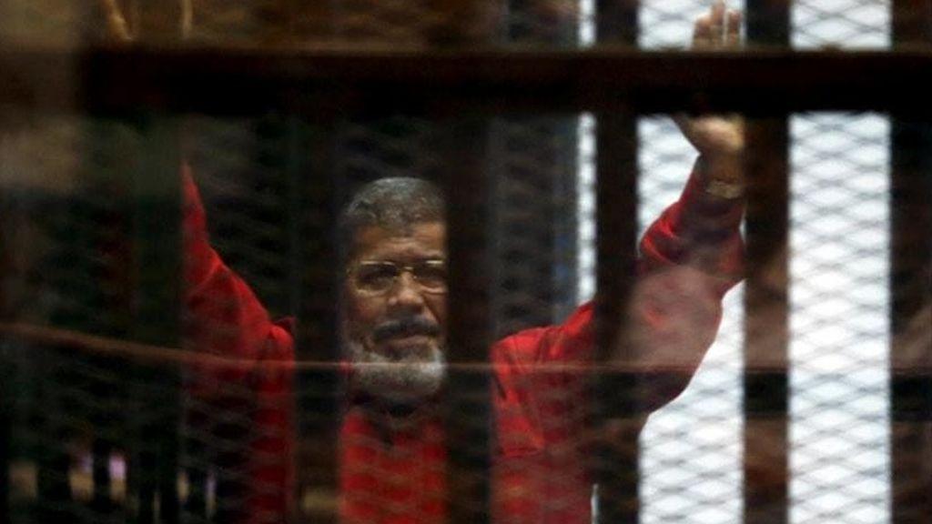 La muerte en una jaula de cristal del expresidente egipcio Mohamed Mursi