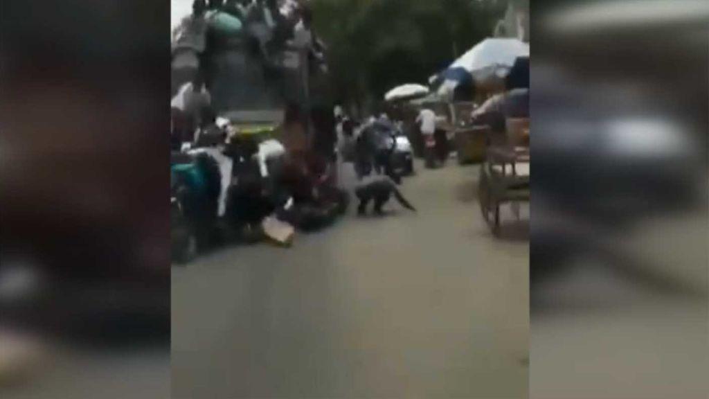 Aparatoso accidente de un autobús en India.