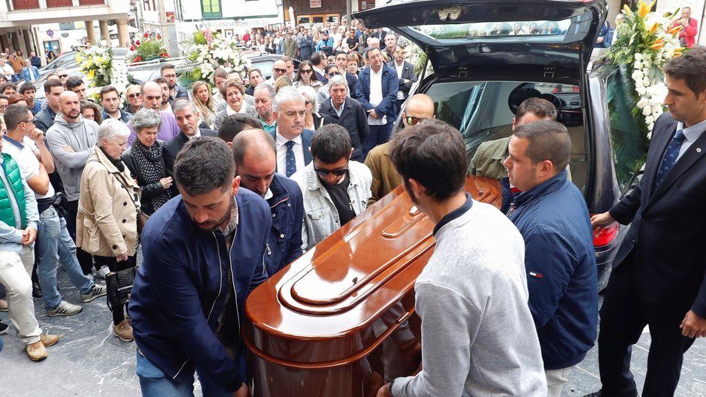 Emotiva despedida a David Carragal, el joven que murió tras recibir una paliza en Oviedo