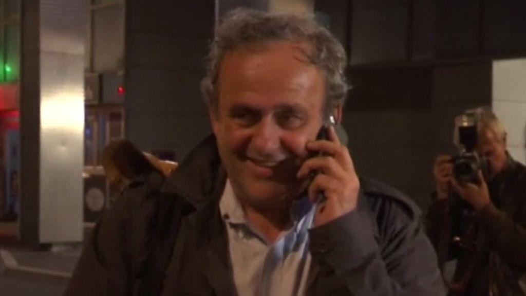 Platini queda en libertad sin cargos tras prestar declaración