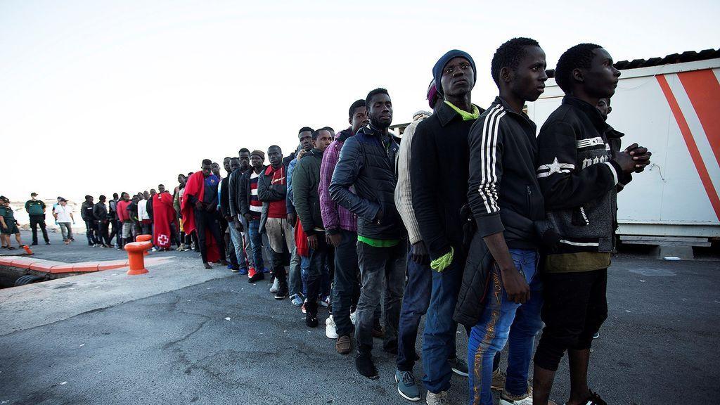 Salvamento Marítimo busca a 22 migrantes que viajaban en una patera en el mar de Alborán