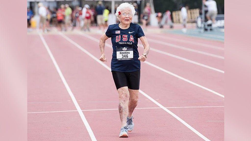 La fortaleza de una mujer de 103 años que sigue compitiendo en atletismo y registra un récord mundial