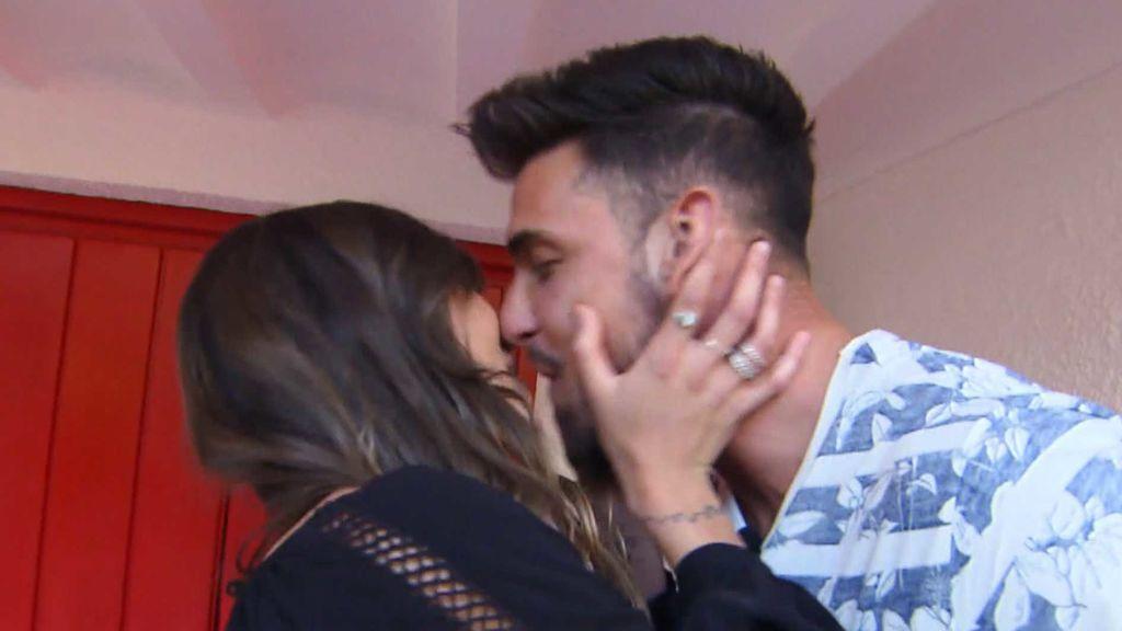 ¡Carmen y Aitor se besan en su primera cita!