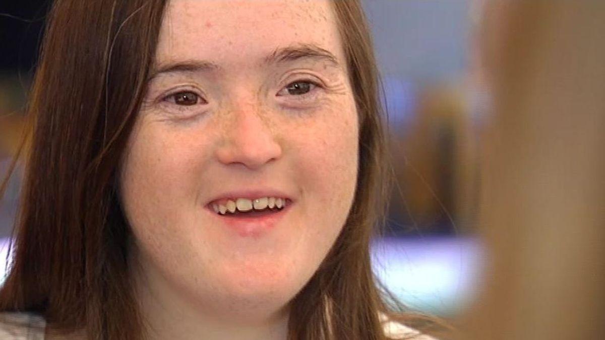 Blanca se convierte en la primera persona con síndrome de Down que consigue un Grado universitario