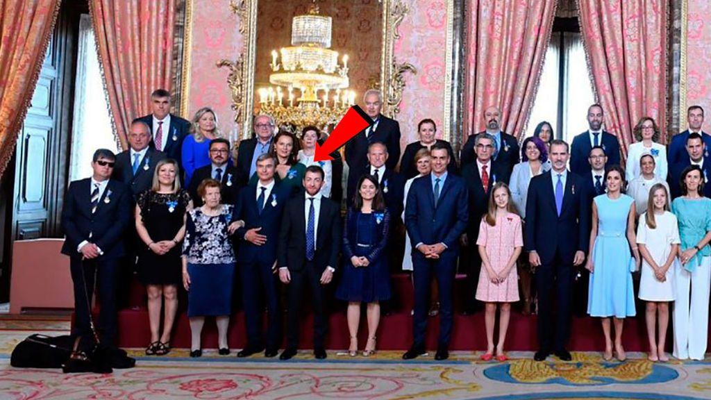 Pablo Motos, amigo de Letizia, se 'cuela' en la foto del quinto aniversario del Rey