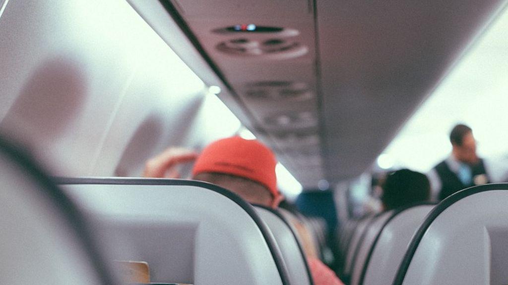 Una mujer es increpada con insultos durante un vuelo y la tripulación no hace nada por impedirlo