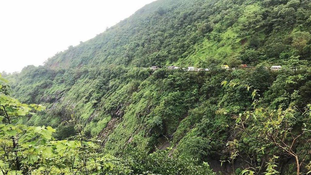 42 muertos al despeñarse un autobús por un barranco en la India