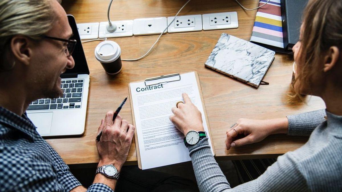 Siete claves que debes tener en cuenta para ayudar a tu hijo con su primer contrato laboral