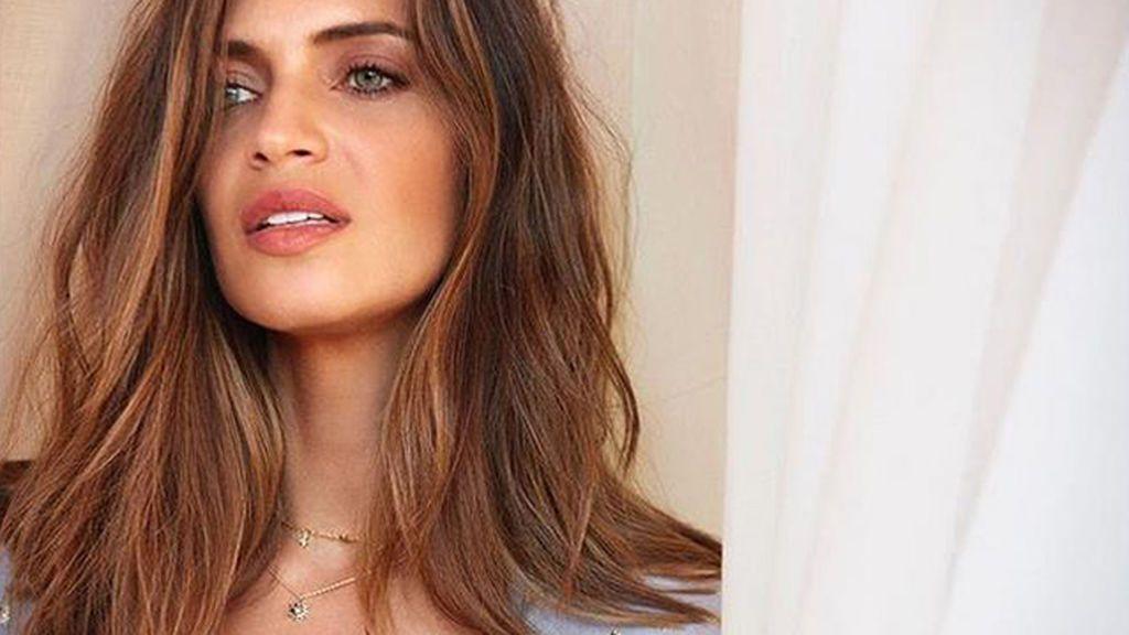 Pequeños y de diferentes medidas: los nuevos collares de las celebrities que son tendencia