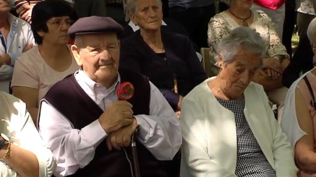 Recupera el sonajero con el que enterraron a su madre en su homenaje como víctima de la represión franquista en Palencia