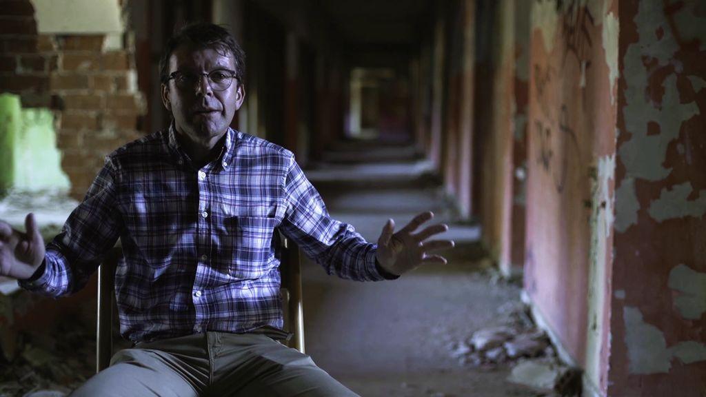 Gritos y destellos misteriosos de luz en el abandonado ...