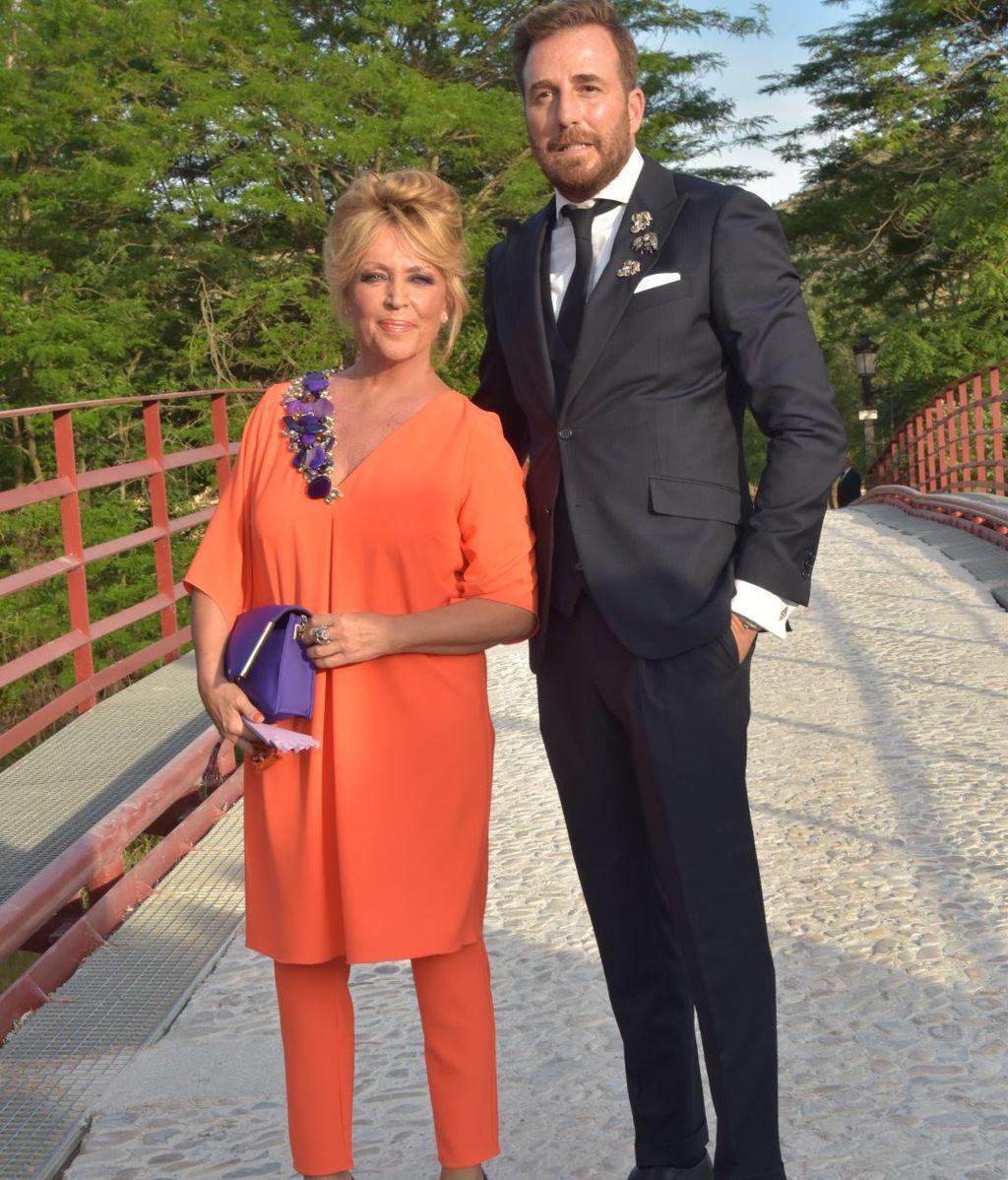 Los invitados a la boda de Belén Esteban: sus looks y vestidos, foto a foto