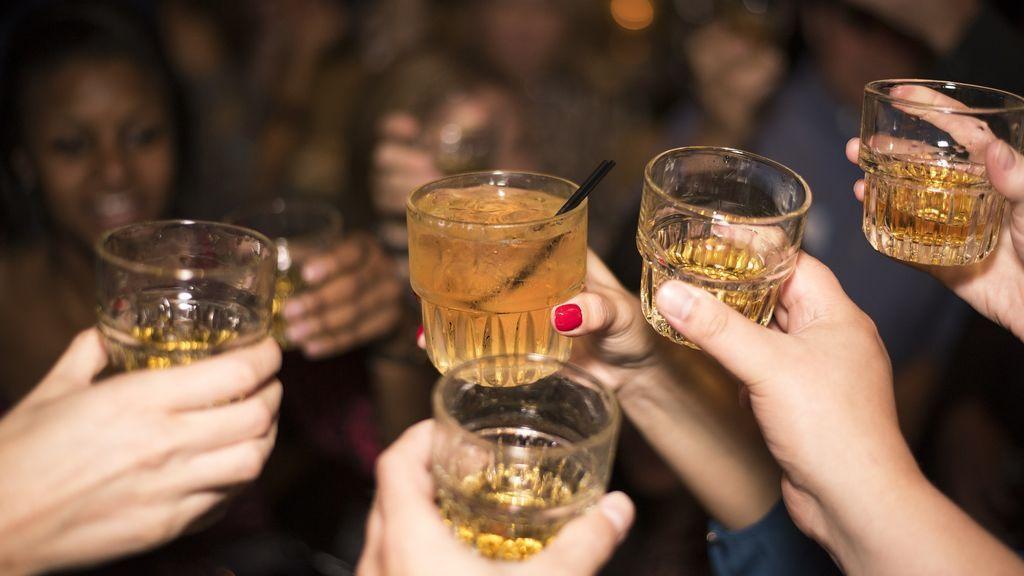 'Binge drinking': la tendencia entre los jóvenes que convierte el consumo de alcohol en una carrera contrarreloj