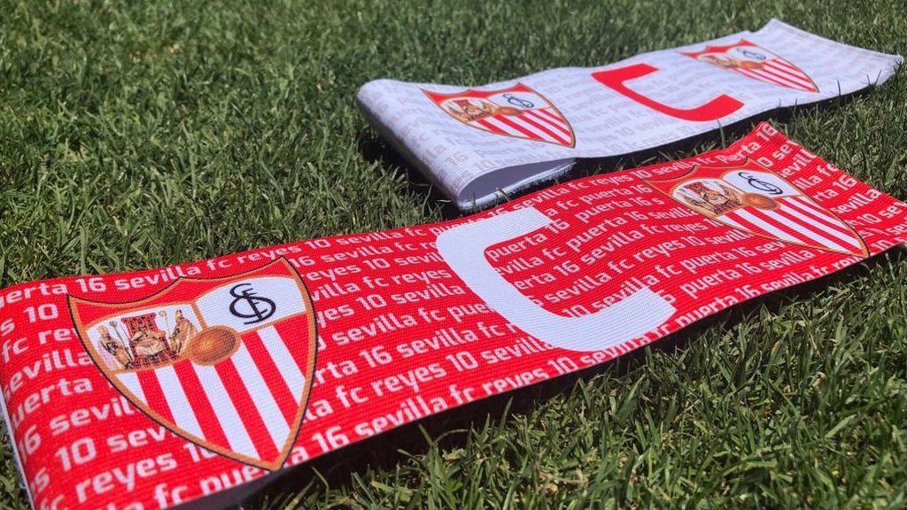 El Sevilla presenta sus nuevos brazaletes de capitán homenajeando a Reyes y Puerta