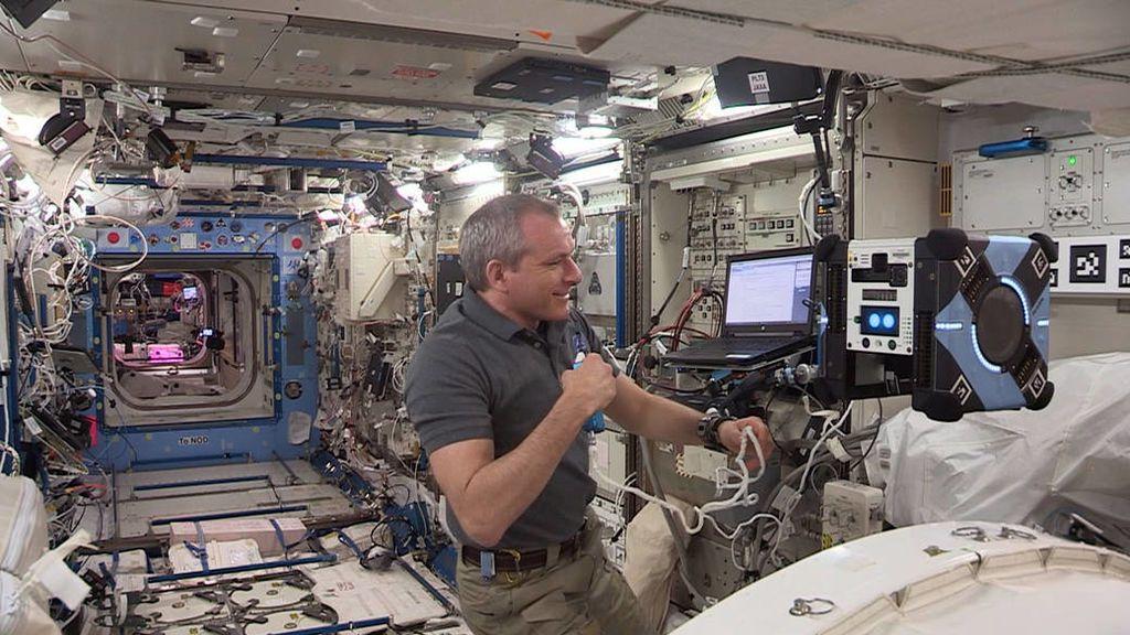 La NASA lanza en la estación espacial el primer robot que vuela por sus propios medios