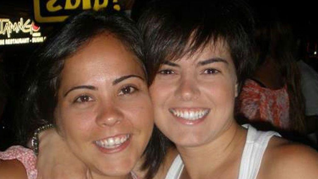 Laura y Ángela 'GH' presentan a sus mellizos recién nacidos