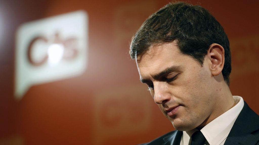 Dimisiones, expresidentes, empresarios, Macron… Máxima presión sobre Albert Rivera