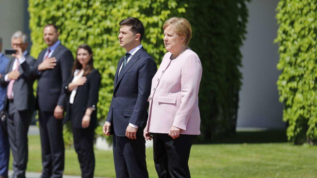 Los espasmos de Angela Merkel se debieron a una deshidratación