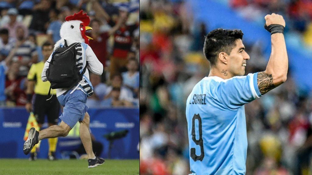 Salta un espontaneo vestido de gallina, se lleva una patada de Jara y Luis Suárez pide la expulsión del chileno