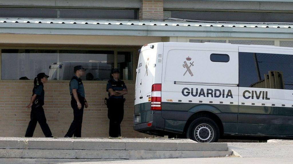 Los presos independentistas salen de Valdemoro para ser trasladados a Cataluña, previa parada en la cárcel de Zuera